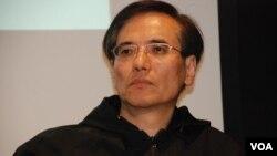 1989年任職記者在北京採訪學運的謝志峰表示,父母的身教對子女認識六四有潛移默化的影響