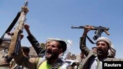 Phiến quân Houthi của người Hồi giáo Shia trên đường phố Sanaa, ngày 21/9/2014.