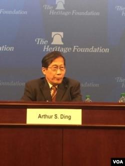 台灣國立政治大學國際關係研究中心研究員兼主任丁樹範(美國之音莉雅拍攝)