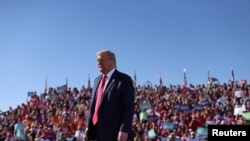 Predsednik Tramp na predizbornom mitingu u Arizoni, na aerodromu Gudjir u Finiksu, 28. oktobra 2020.