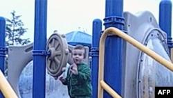 Cậu bé Josh Dwonch, 3 tuổi, vừa được ghép gan