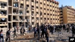 15일 시리아 알레포 대학의 폭탄 테러 현장.