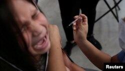 2020年3月16日,智利聖地亞哥一名兒童接受疫苗接種