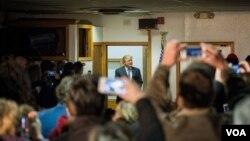 紐約房地產商唐納德•川普很可能贏得新罕布什爾初選。(美國之音記者方正拍攝)