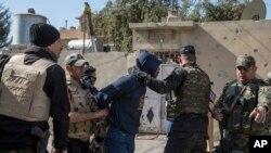 Các lực lượng an ninh Iraq đã phát động một cuộc tấn công vào các đồn lũy của Nhà nước Hồi giáo ở Mosul.
