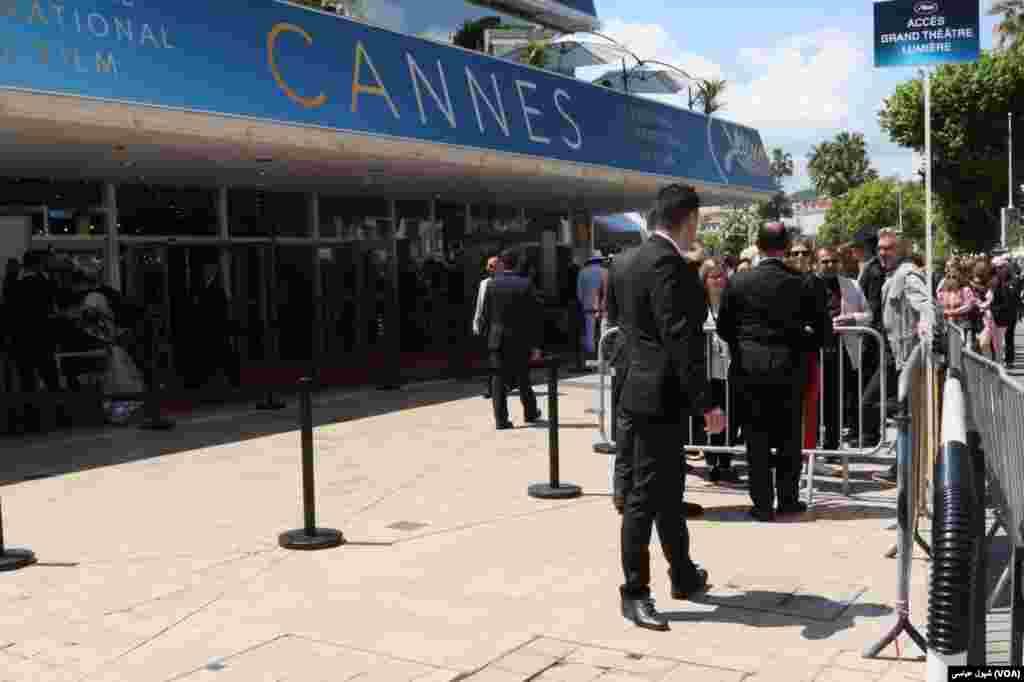 سالن اصلی نمایش فیلم در کنار کاخ جشنواره کن