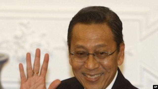 Indonesian Vice President  Boediono, also former governor of the central bank, gestures to reporters upon arrival before the start of the televised speech of President Susilo Bambang Yudhoyono at Freedom Palace in Jakarta, Indonesia, March 4, 2010.