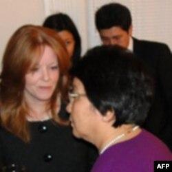 Памела Аллен и президент Роза Отунбаева
