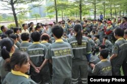 广州大学城环卫工人罢工静坐维权。(网络图片)