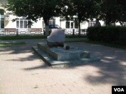 离莫斯科100公里远一个小镇上的斯大林政治迫害遇难者纪念碑 (美国之音白桦)