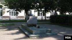 距離莫斯科100公里遠一個小鎮上的斯大林政治迫害遇難者紀念碑 (美國之音白樺)