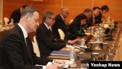 17일 제주 서귀포시 중문관광단지 내 신라호텔에서 열린 '제15차 한-유엔 군축·비확산 회의'에서 참석자들이 안톤 클롭코프 러시아 에너지·안보 연구센터 대표의 발표를 듣고 있다.