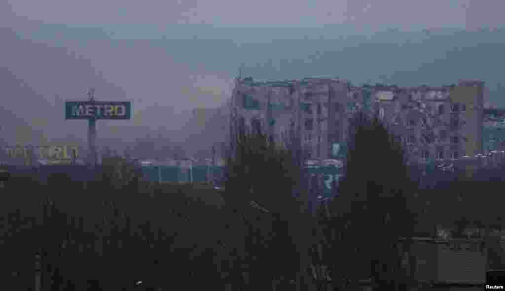Дим поблизу Донецького аеропорту