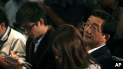 Chinese Ambassador to Malaysia Huang Huikang, right, listens during a press conference at a hotel in Sepang, Malaysia, March 12, 2014.