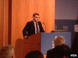 詹科夫,彼得森研究所访问研究员,前保加利亚副总理(美国之音莉雅 拍摄)