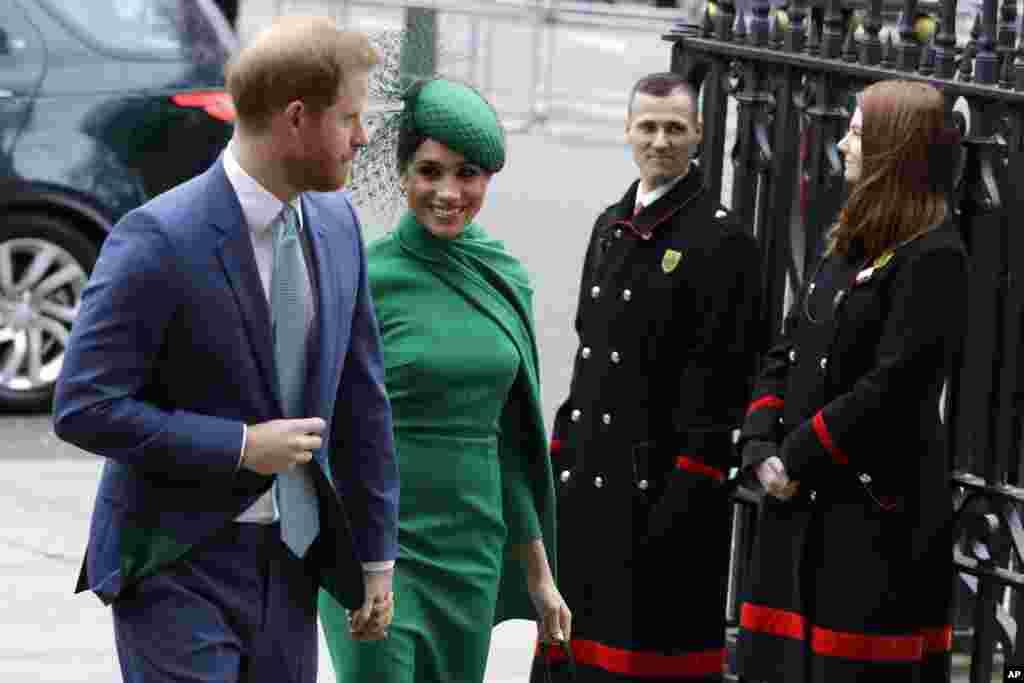 شاهزاده بریتانیایی هری و مگان همسرش آمریکاییاش در مراسم یک مراسم سالانه که دومین دوشنبه ماه مارس برگزار میشود حضور یافتهاند. این یکی از آخرین حضورهای آنها در مراسم رسمی است. این دو از آخر مارچ از همه عنوانهای سلطنتی خود کنار گذاشته میشوند.