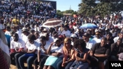People attending Mujuru's rally in Bulawayo