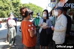 ရခုိင္ေဒသခံေတြနဲ႔ ေတြ႔ဆုံေနတဲ့ ဂ်ပန္အစိုးရ အထူးကိုယ္စားလွယ္ Mr. Yohei Sasakawa. (ႏုိဝင္ဘာ ၂၈၊ ၂၀၂၀။ ဓာတ္ပုံ - တပ္မေတာ္သတင္းမွန္ျပန္ၾကားေရးအဖြဲ႔)