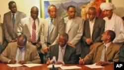Cerimonia de assiantura de acordo entre o Sudão do Norte e do Sul soob a mediação do antigo presidente sul-africano Thabo Mbeki