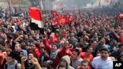 قاہرہ کے فٹ بال کلب 'الہالے' کے حامی عدالتی فیصلے کے بعد جشن منا رہے ہیں