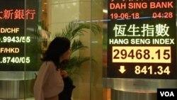 香港股市去年中受美中貿易戰影響一度大幅下跌。(美國之音湯惠芸)
