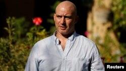 Wartawan New York Times, Matthew Rosenberg, berbicara kepada media di Kabul hari Rabu (20/8).