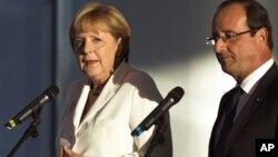 Nemačka kancelarka Angela Merkel i francuski predsednik Fransoa Oland na konferenciji za novinare u Berlinu