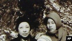 함경남도 요덕수용소에서 찍은 것으로 알려진 신숙자씨와 두 딸 혜원·규원 씨 (자료사진).