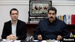 El presidente Nicolás Maduro prometió cambios para afianzar el socialismo justo cuando atraviesa una severa crisis política interna.
