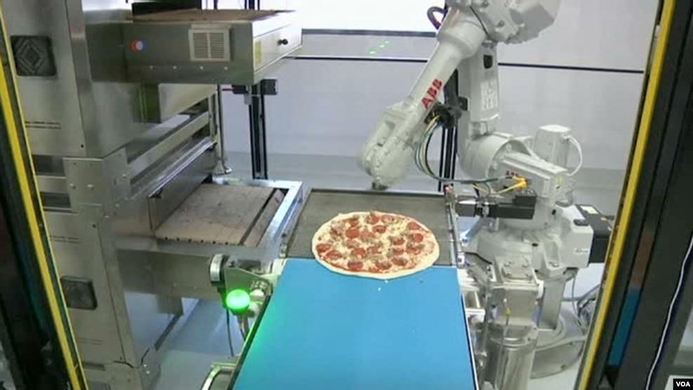 Robotët që gatuajnë pica