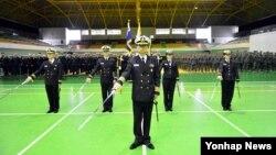 한국 해군·해병대로 구성된 코브라골드 훈련전대가 다음달 6~19일 태국에서 실시하는 다국적 연합훈련인 '코브라골드'에 참가한다. 29일 경남 창원시 진해 부대에서 출항 신고식을 하고 있다.