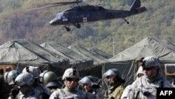 Plagosen dy pjesëtarë të KFOR-it në veriun e Kosovës
