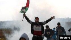 اسرائیل می گوید گروه های شورشی از کودکان برای پوشش حملات خود استفاده می کنند.