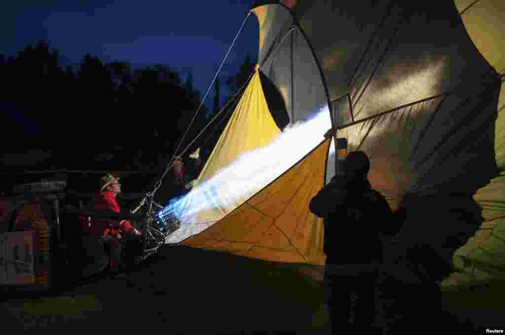 مقابلوں میں شرکت کرنے والوں کے علاوہ لوگوں کی ایک بڑی تعداد نے ان جہازی سائزوں کے غباروں کو دیکھنے کے لیے یہاں کا رخ کیا۔