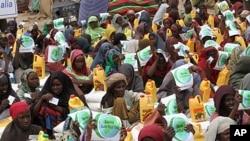 امداد کی منتظر صومالی خواتین