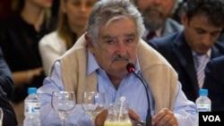 Si el presidente uruguayo, José Mujica, continúa buscando que Venezuela ingrese al Mercosur salteándose instancias legales, podría ir a juicio político, según afirmo el ex presidente Lacalle.