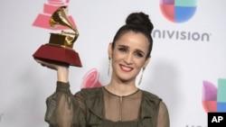 Archivo - Julieta Venegas, en la entrega de Premios Latin Grammy. 17 Noviembre 2016, en Las Vegas.