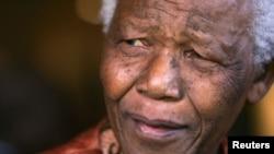 Ông Mandela 94 tuổi đã phải nhập viện vì chứng viêm phổi.