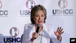 角逐民主党总统候选人提名的前美国国务卿希拉里·克林顿2015年10月15日在德州圣安东尼奥向美国拉美裔商会发表演讲。