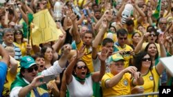 Demonstrators gather along Paulista Avenue during a protest demanding the impeachment of Brazil's President Dilma Rousseff in Sao Paulo, Brazil, Sunday, March 13, 2016. (AP Photo/Andre Penner)