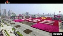 Parade militer di Pyongyang, Korea Utara saat menandai HUT ke-105 Kim Il-sung, pendiri negara tersebut, 15 April 2017. (Foto: dok).