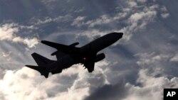Máy bay E-7A Wedgetail thuộc Không quân Hoàng gia Australia cất cánh từ sân bay Perth để tìm kiếm máy bay Malaysia mất tích, ngày 5/4/2014.