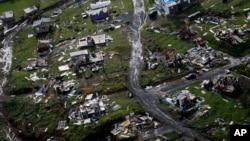 ARCHIVO: Foto aérea de comunidades destruídas en Toa Alta, Puerto Rico, tras el paso del huracán María. Sept. 28, 2017.