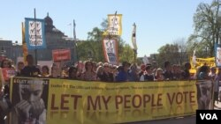Hundreds of protesters rally against big money in politics during a march in Washington, D.C., April 18, 2016. (E. Sarai/VOA)