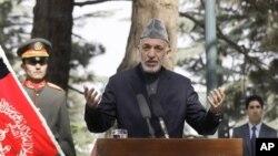 18일 카불에서 기자회견을 가지는 하미드 카르자이 아프가니스탄 대통령.