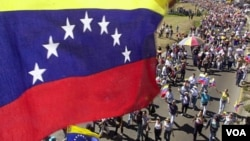 El ajuste salarial anunciado por el presidente de Venezuela se hará en dos etapas, una en mayo y la otra en septiembre de 2012 .