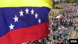 Las primarias del domingo están abiertas para los 18,2 millones de electores en Venezuela.