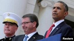 奧巴馬總統(右)主持陣亡將士紀念日活動