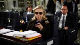 22 emaile sekrete në serverin e Znj. Klinton