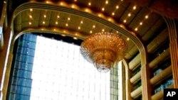 网友曝光中石化大堂中价值1200万元的吊灯